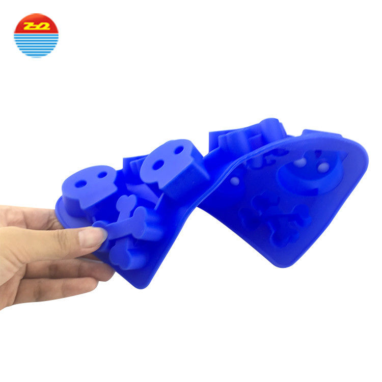 Soft FDA Certified Blue Silicone Ice Cube Tray Skull And Cross Bones Shape